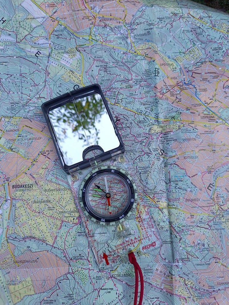 tükrös tájoló használata térképi méréseknél